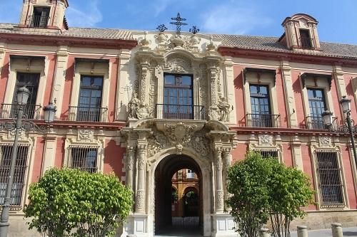 Fachada del Palacio Arzobilpal Sevilla. Punto de encuentro de la Visita guiada a la Catedral