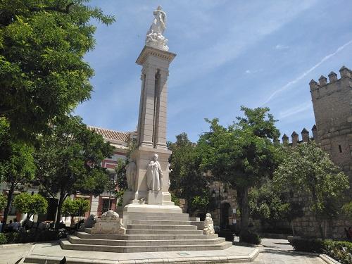 Monumento de la Inmaculada en la Plaza del Triunfo. Nuestro punto de encuentro.